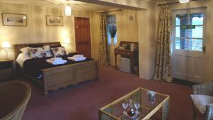 Magpies Lodge, Bed and breakfasts  Slinfold - big - 2