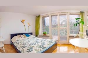 Słoneczny apartament z balkonem