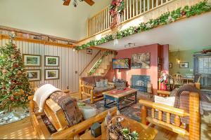obrázek - Bear Ridge- Three-Bedroom Cabin