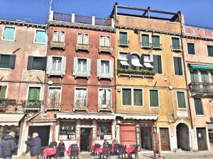 Biennale APT Balcony