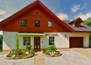 Penzion Zrzka - Hotel - Korenov