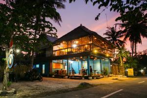 Full Moon hostel