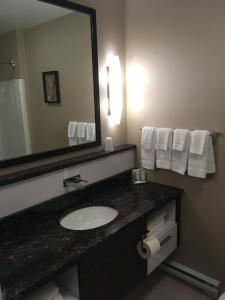 Quality Inn Sept-Iles - Hotel - Sept-Îles