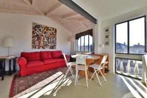 Venice Homes & Holidays Art District