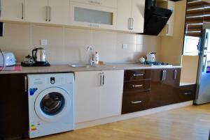 Luxurious Apartment by Caspian Housing, Apartmány  Baku - big - 8