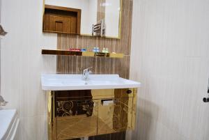 Luxurious Apartment by Caspian Housing, Apartmány  Baku - big - 18