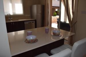 Zephyros Apartments, Apartmanok  Mandriá - big - 9