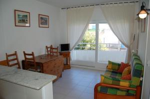 Res. La Farella A 1-9, Apartments  Llança - big - 9