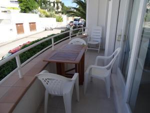 Res. La Farella A 1-9, Apartments  Llança - big - 10