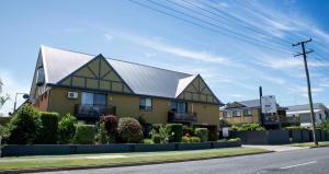 Coastal Bay Motel