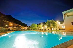 Castellaro Golf Resort - AbcAlberghi.com