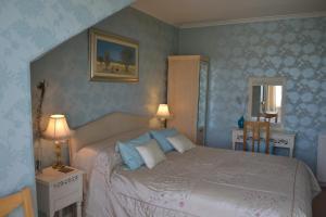 Alexandra Lodge - Saint Cyrus