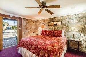 Shady Oaks Country Inn - Accommodation - St. Helena