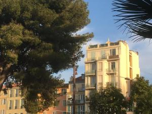 """Nestor&Jeeves - """"Riviera Vieux Nice"""" - Old Town - Clear garden view"""