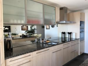 Swiss Lakeview Apartment, Apartments  Beatenberg - big - 15