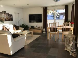 Swiss Lakeview Apartment, Apartments  Beatenberg - big - 22