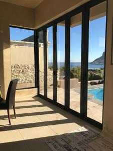 11 Escape Views Hout Bay - Hout Bay
