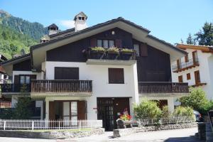 Appartamento via dei Giardini - Hotel - Courmayeur