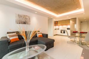 iLiving Apartments close to Ex..