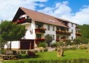 Landgut Hotel zur Warte - Dohrenbach