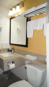 Bay Hill Inns & Suites, Fogadók  Neepawa - big - 7
