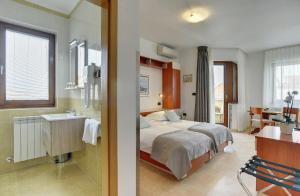Apartments Nina, Apartmány  Rovinj - big - 38