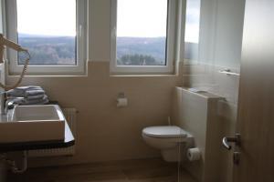 Pension Lebers Schinken-Alm, Guest houses  Winterberg - big - 3
