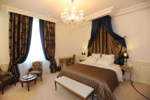 Location gîte, chambres d'hotes Hôtel Victor Hugo dans le département Manche 50