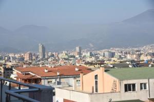 Trandafili i Bardhe Apartment, Тирана