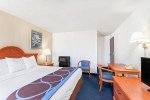 Super 8 by Wyndham Montgomery Maybrook