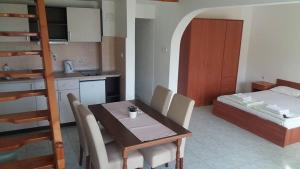 Apartmani Ivanovic, Apartments  Petrovac na Moru - big - 6