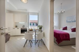 Central Boutique Apartments with balconies, in walking distance to the sea