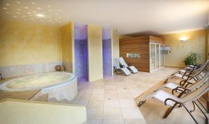 Hotel Capri, Hotely  Malcesine - big - 50