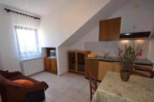 Apartments Petrica, Апартаменты  Малинска - big - 47