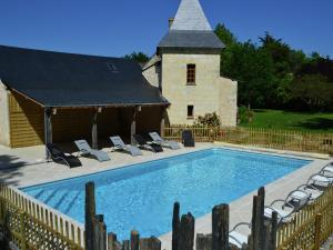 Location gîte, chambres d'hotes Cozy Holiday Home in Brion with Swimming Pool dans le département Maine et Loire 49