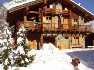 Exquisite Chalet in Antey-Saint-Andre with Heating