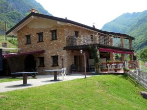 Quaint Chalet in Lombardy with Swimming Pool - AbcAlberghi.com