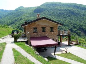 Beautiful chalet with Swimming Pool in Lombardy - AbcAlberghi.com