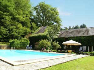 Quaint Holiday Home with Private Pool in Burgundy France - Hotel - Moulins Engilbert