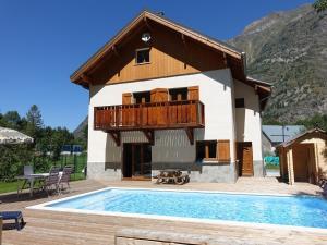 Location gîte, chambres d'hotes Modern chalet in Venosc with pool dans le département Isère 38