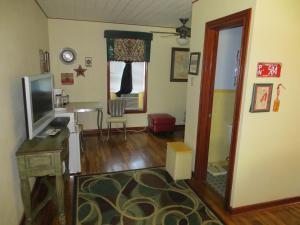 Town Cottages, Мотели  Flatonia - big - 5