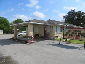 Town Cottages, Мотели  Flatonia - big - 8