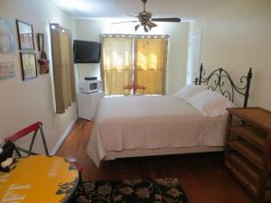 Town Cottages, Мотели  Flatonia - big - 15