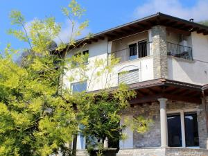 Modern Apartment with Balcony in Vello Italy - AbcAlberghi.com