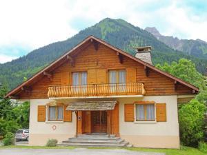 Location gîte, chambres d'hotes Lovely Chalet in La Chapelle-d'Abondance with Mountain View dans le département Haute Savoie 74
