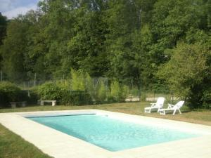 Location gîte, chambres d'hotes Holiday home with swimming pool on the estate of a noble castle near Nettancourt dans le département Meuse 55