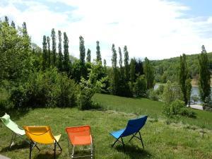 Comfortable Villa on Lake in Roybon