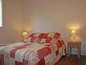 Cosy Holiday Home in Reillanne France with Pool