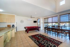 Hepburn Holiday Haven, Holiday homes  Banksia Beach - big - 12