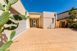 Hepburn Holiday Haven, Holiday homes  Banksia Beach - big - 5